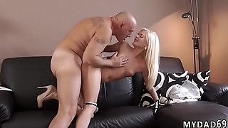 Blonde web cam Horny platinum-blonde wants to attempt someone tiny