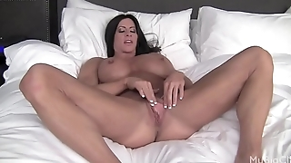 Nude Female Bodybuilder Plays With Her Big Clit &amp_ Pussy Lips