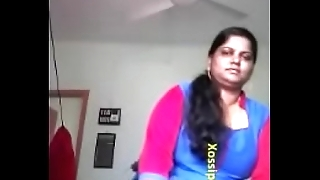 Sexy Mallu Bhabhi Showing Her Chunky Boobs and Pussy To Lover