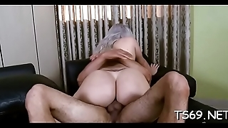 Sufficient tranny girl offers her wazoo for fucking action