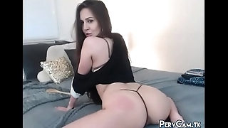 Camgirl Twerking And Paddling Booty In Skimpy Thong
