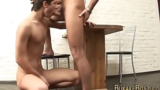 Twink loves giving head