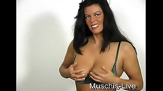 The horny housewife Rosa jerks off